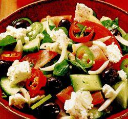 Salată grecească cu branză feta