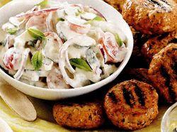 Chiftele de curcan cu salata