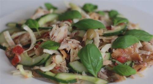 Salată de macrou cu maioneză si usturoi