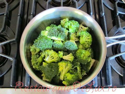 Salata de broccoli, cartofi si sunca