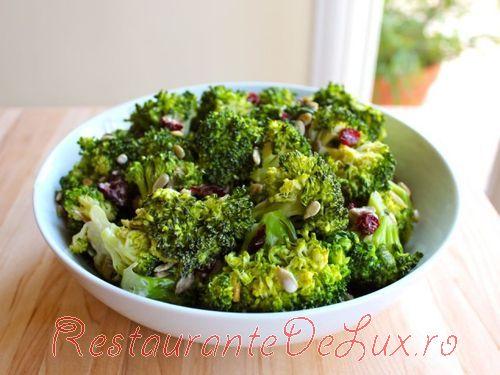 Salata_de_broccoli_si_merisoare_uscate_07
