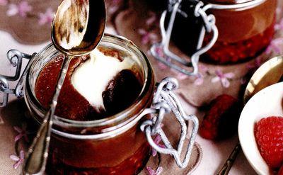 rp_Spuma_de_ciocolata_cu_frisca_si_zmeura.jpg