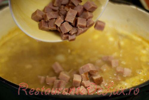 Supa de cartofi dulci cu fasole alba si sunca afumata
