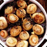 Cartofi in crusta de ierburi