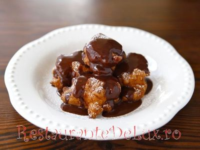 Gogosi cu sos de ciocolata