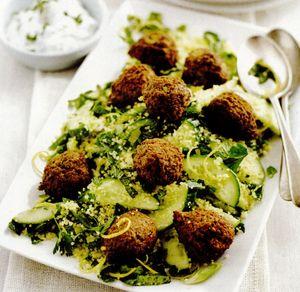 Salata de falafel