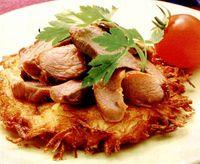 Pastrama_de_berbecut_pe_pat_de_cartofi_noi