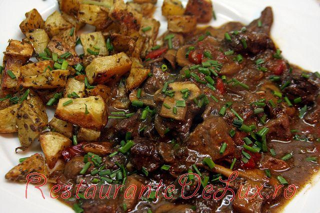 Tocana cu carne de caprioara