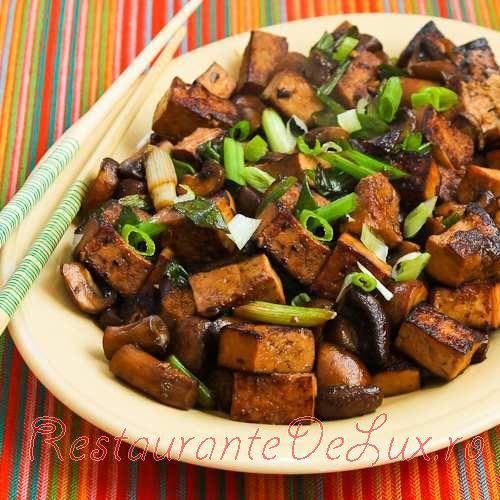 Tofu_marinat_cu_ciuperci_10