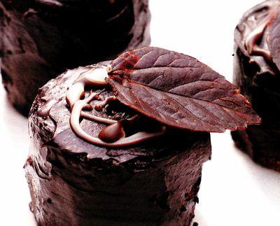 Tortuleţ de ciocolată şi banane, cu aromă de scorţişoară şi rom