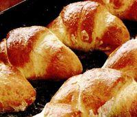 Cornuri pane cu pui si pastai