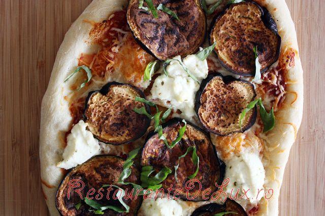 Pizza_cu_branza_si_vinete_9