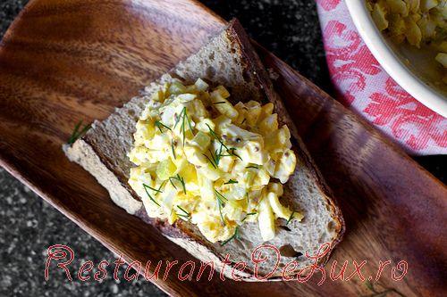 Salata de oua cu telina marinata si cereale integrale