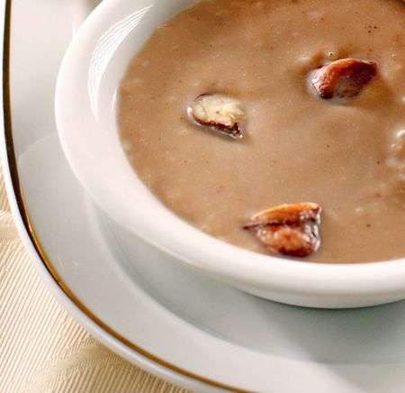 Supa crema de castane cu arpagic si nucsoara