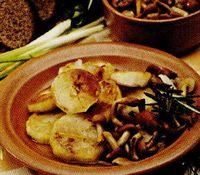 Cartofi_in_sos_alb_cu_ghebe