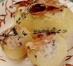 Cartofi_umpluti_cu_carne_de_porc
