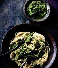 Pesto_de_patrunjel_cu_spaghete