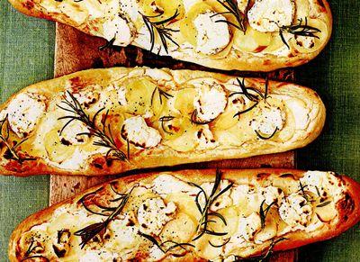 Pizza_cu_cartofi_si_topping_de_branza