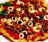 Pizza_cu_fructe_de_mare_si_rosii