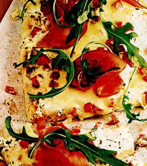Pizza_cu_ruccola_si_alte_verdeturi