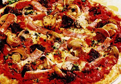 Pizza_cu_sunca_si_chorizo