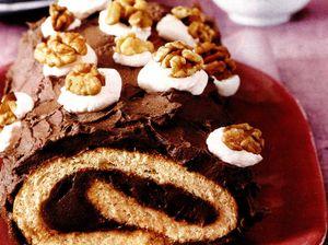 Rulada_cu_nuci_si_ciocolata_amaruie