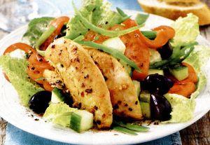 Salata cu legume si piept de pui