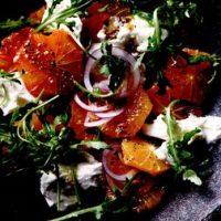 Salata_de_portocale_cu_mozzarella_rucola_si_ceapa_rosie