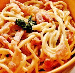 Spaghete_carbonara_cu_bacon_si_parmezan