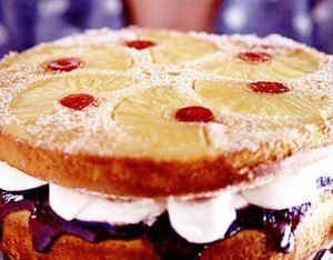 Tort_cu_ananas_si_cirese