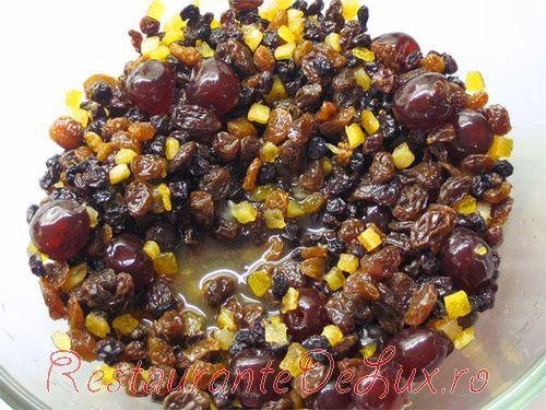 Budinca cu fructe uscate