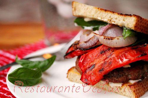 Burgeri_cu_carne_de_curcan_si_legume_coapte_17