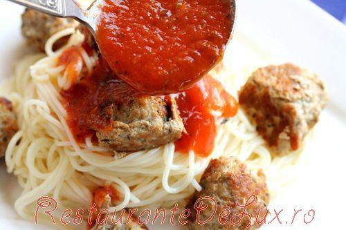 Chiftelute de porc cu spaghete