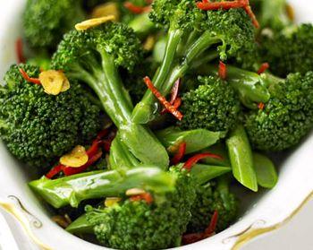 Garnitura_de_broccoli_cu_usturoi