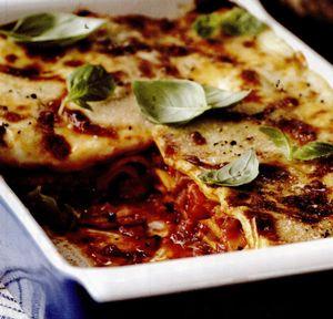 Lasagna_cu_bacon_busuioc_si_rosii