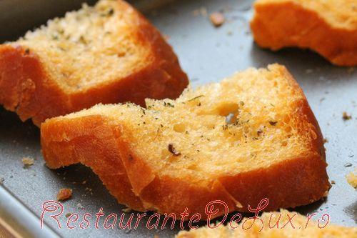 Brandadă pe pâine prăjită cu usturoi