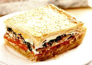 Placinta_cu_ardei_copti_si_bacon_afumat