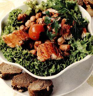 Salata_cu_peste_afumat_si_naut