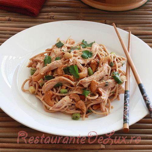 Salata de noodles cu caju
