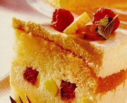 Tort_de_nectarine_cu_frisca_si_zmeura
