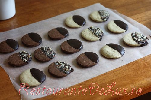 Biscuiti cu ciocolata si alune