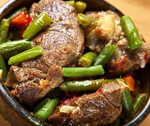 Carne_de_oaie_cu_fasole_verde_si_sos