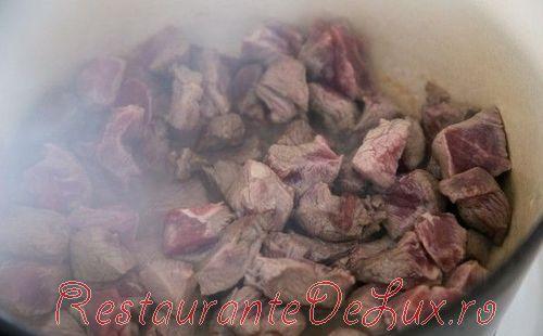 Carne de vita cu legume si orez