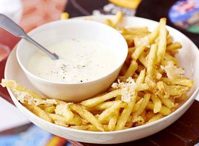 Cartofi_cu_parmezan_si_sos