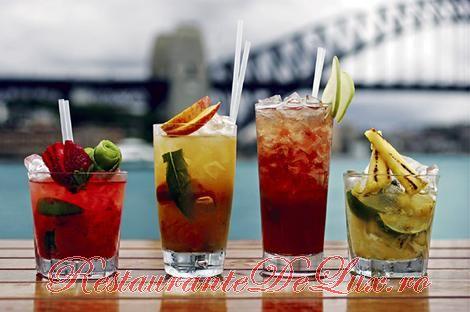 Cocktail cu fructe si sampanie