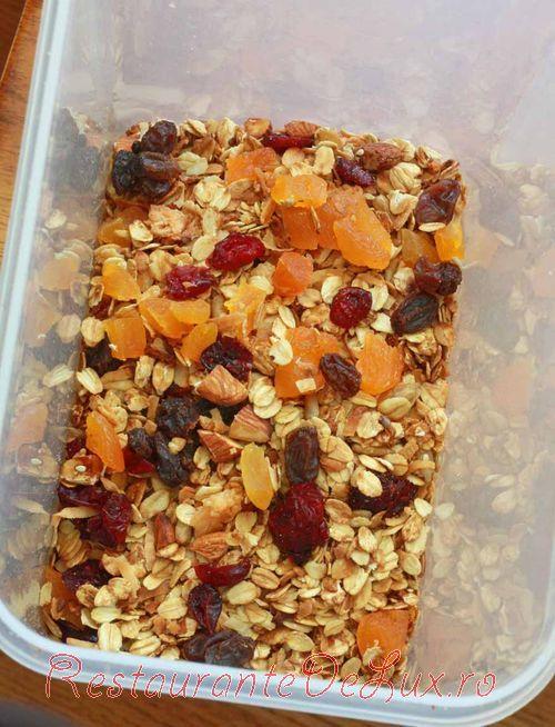 Mic_dejun_cu_cereale_caramelizate_si_fructe_uscate_7