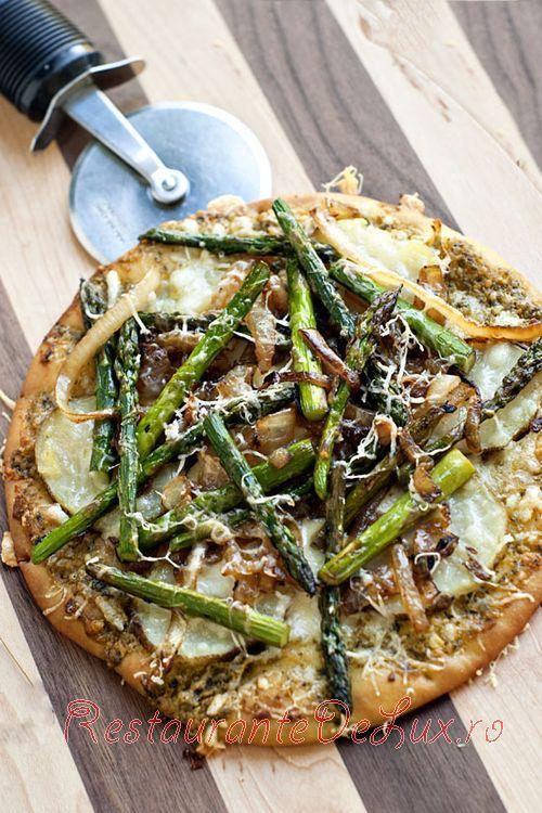 Pizza cu blat de lipie si legume sotate