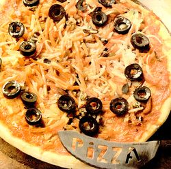 Pizza_cu_legume_ciuperci_si_muguri_de_soia