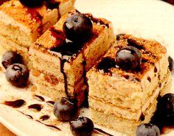 Prajitura_cu_afine_si_sos_de_ciocolata