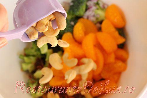 Salata cu bacon, broccoli si mandarine